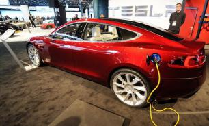 Акции Tesla снижаются по мере падения поставок автомобилей