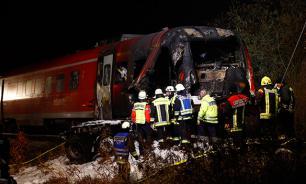В Германии поезд протаранил грузовик