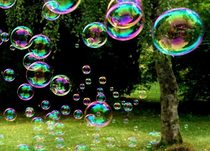 В Японии научились опылять растения мыльными пузырями