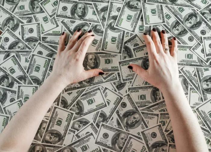 Экономист: брать кредиты людей заставляют жадность и зависть