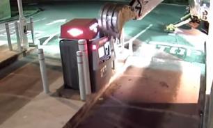 Американец на экскаваторе пытался ограбить банкомат