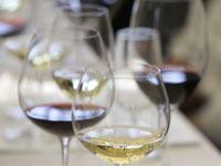 В Турции нашли еще 360 тыс. бутылок поддельного алкоголя.