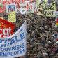 """Манифестанты не смогли пошатнуть """"пенсионных"""" позиций Саркози"""