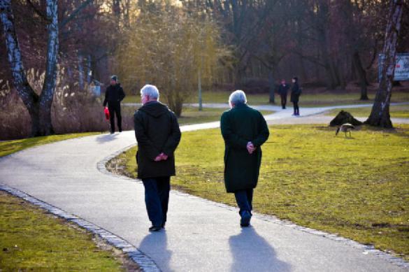 Как пожилым людям защититься от коронавируса, рассказали эксперты