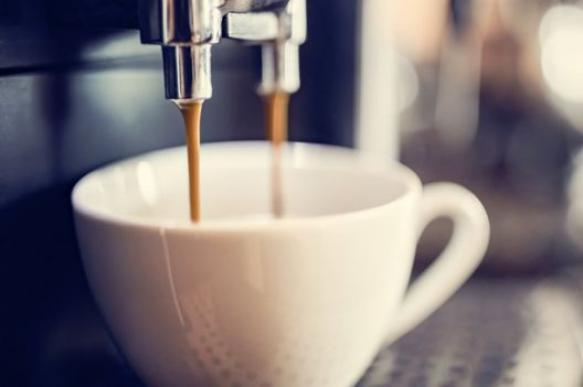 Врач назвал причины, по которым не стоит пить кофе в сезон простуд