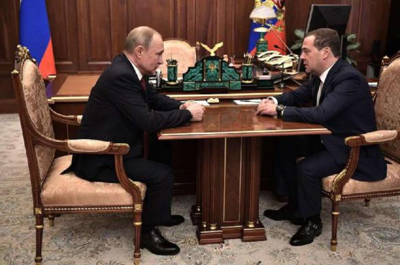 """""""Быстрее, не откладывая"""": правительство Медведева ушло в отставку"""