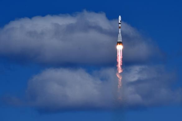 """Спутник, запущенный с Восточного, """"убегает"""" от связи с Землей"""