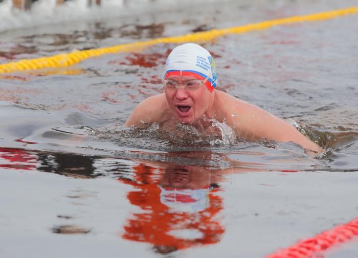 Плавание в холодной воде поможет отсрочить развитие деменции