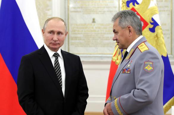"""Путин вручил Шойгу орден """"За заслуги перед Отечеством"""" I степени"""