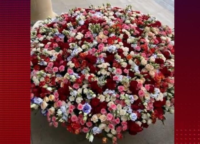 Алла Пугачёва после дня рождения утопает в цветах