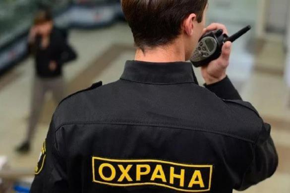 В Челябинске охранник ТРК ударил девушку в лицо