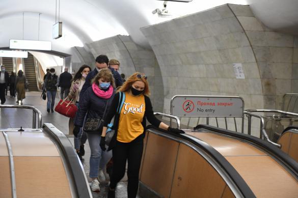 Почти две сотни москвичей получили штрафы за езду в метро без масок