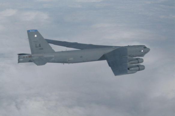 """Самолет ВВС США """"уронил"""" часть двигателя в сад англичанки"""
