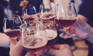 Покраснение лица после алкоголя может говорить о риске деменции