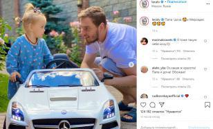 Двухлетней дочери Кудрявцевой подарили мини-иномарку на день рождения