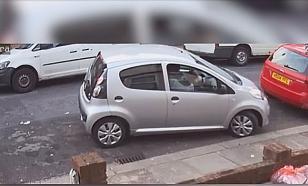 """""""Она чуть не взорвала машину"""": британка яростно сражалась с парковочным местом"""