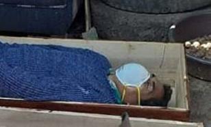 Пьяный мэр в Перу спрятался в гробу, чтобы избежать штрафа