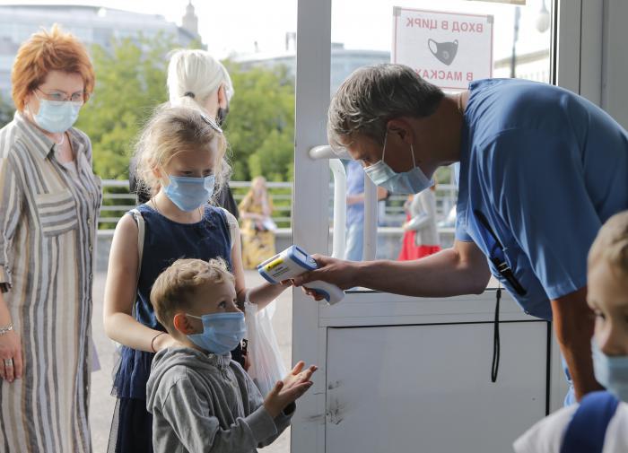 Четверть россиян считает, что эпидемия COVID-19 кончится через полгода