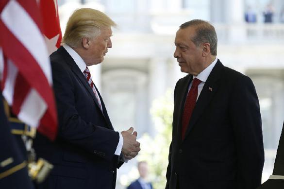 Власти США и Турции будут совместно бороться с коронавирусом