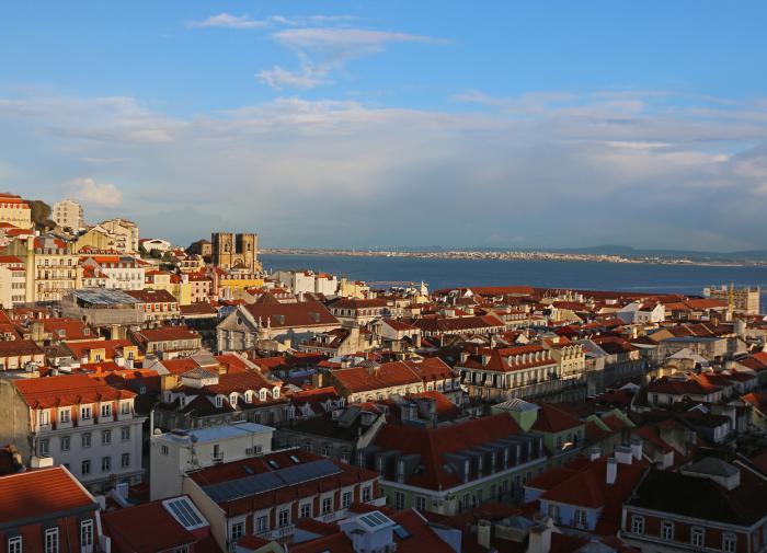 Власти Португалии возвращают снятые ограничения