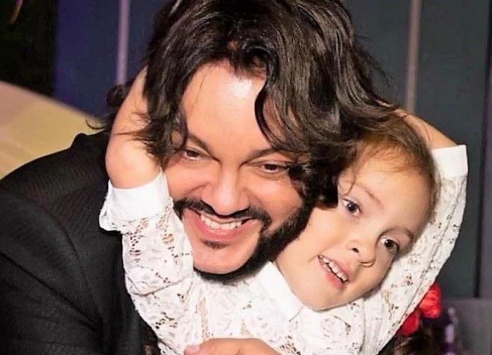 Подписчики раскритиковали Киркорова за макияж восьмилетней дочери