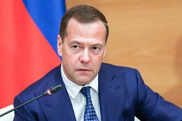 """Медведев раскритиковал """"Роскосмос"""" за срыв контрактов по пилотируемым полетам"""