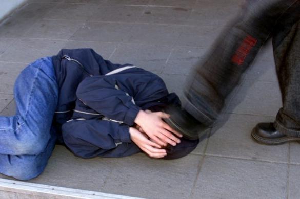 Драка мужчины без маски и полицейских в Магнитогорске попала на видео