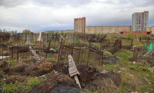 В Мурманской области часть кладбища затопило водой