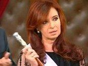 Президента Аргентины окружают со всех сторон