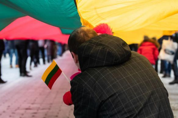 Полиция Литвы не будет браться за памятную доску пособнику нацистов