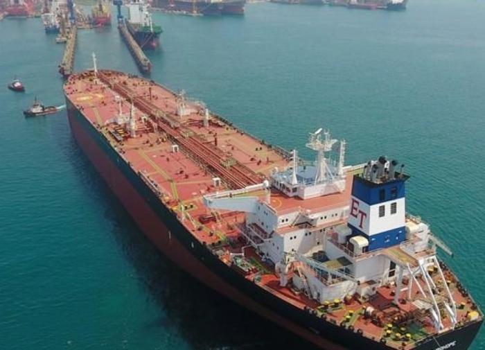 Корабль, угнанный у берегов ОАЭ, направляется в Иран
