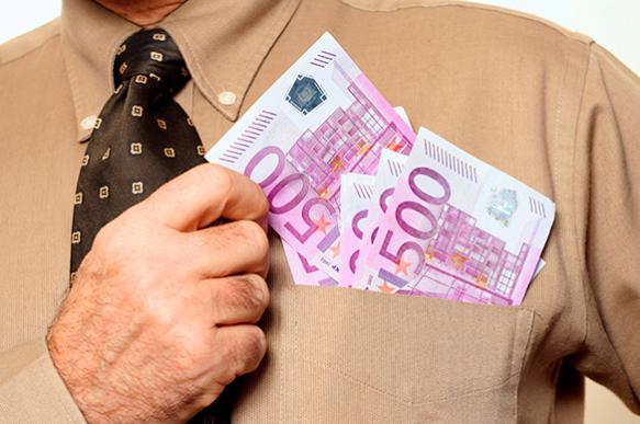 ЕС прекращает выпуск крупных купюр