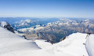 Альпинисты поднялись на Эльбрус в честь 75-летия Великой Победы