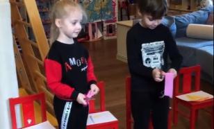 Галкин показал, как его дети дружат с ребятишками из деревни Грязь