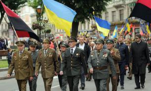 Поляки заставили украинца съесть бандеровский флаг