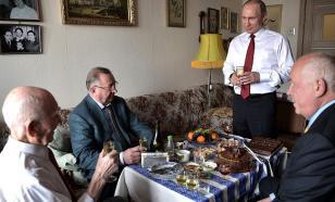Президент России поздравил с юбилеем своего экс-руководителя по работе в КГБ