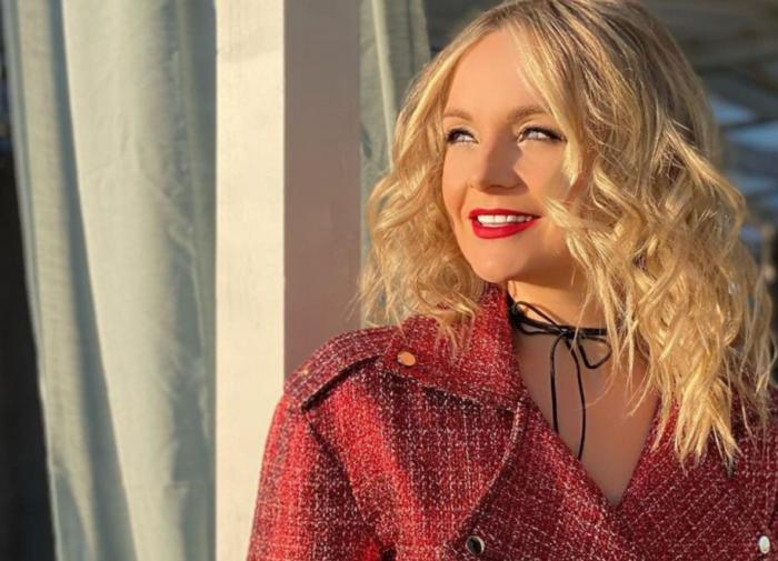 Певица Анастасия Крайнова поддержала проект Булановой
