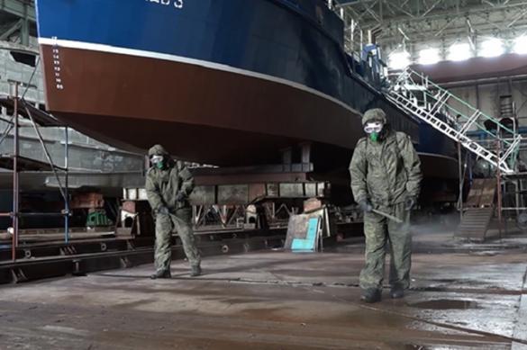 Военные обработали от коронавируса судостроительный завод в Хабаровске