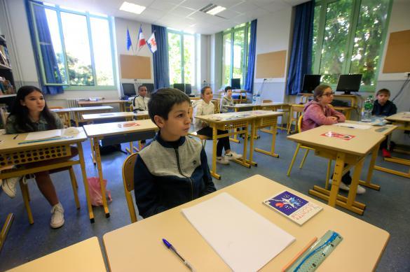 Уроки в школах РФ для разных классов будут начинаться в разное время