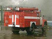 Пожарные остановили распространение огня на авторынке