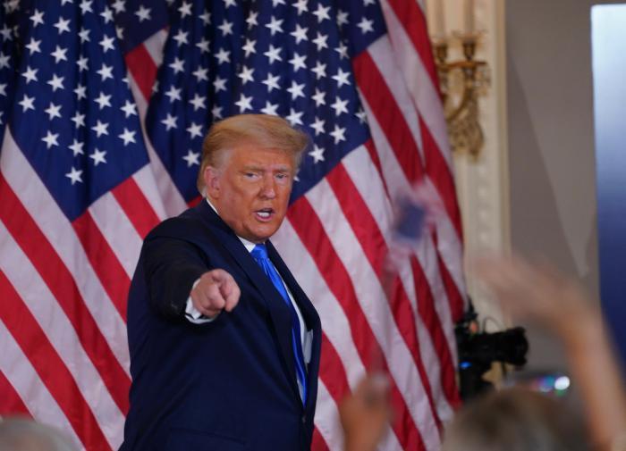"""""""Хлопну дверью погромче"""": Трамп дал разрешение """"давить Иран"""""""