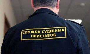 В Астрахани неплательщик алиментов прятался от судебного пристава в могиле