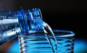 Врач рассказала, чем может быть опасна минеральная вода