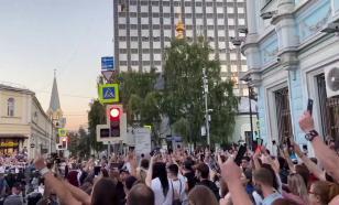 В Минске учителя устроили митинг у здания Минобразования