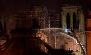 Пожарные предотвратили обрушение Нотр-Дама за считанные минуты до возможной трагедии