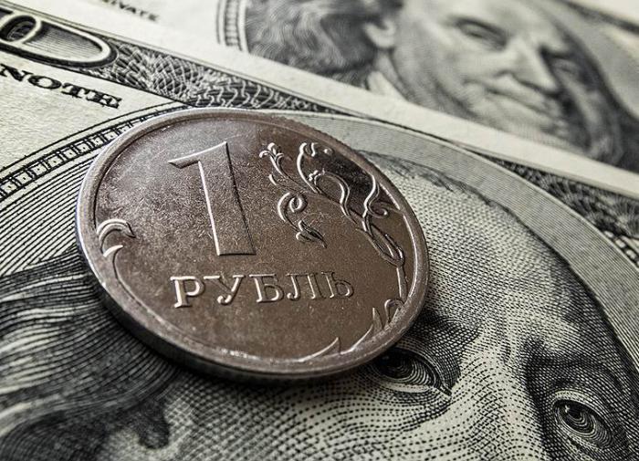 ЦБ: Ослабление рубля повлияет на рост цен нескоро