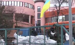 Отравлены эфиром: радикальная блокада украинского ТВ