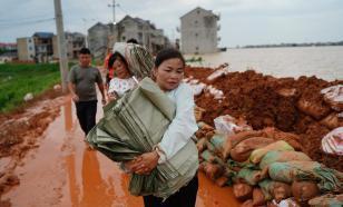 """В центральном и южном Китае вводят """"военный режим"""" из-за наводнений"""