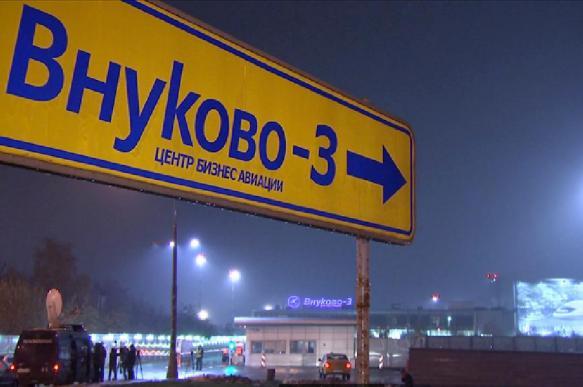 Во Внуково пассажирка самолета укусила полицейского