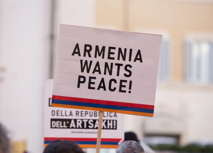 Армянский цугцванг: что стоит за намёками Еревана на признание НКР